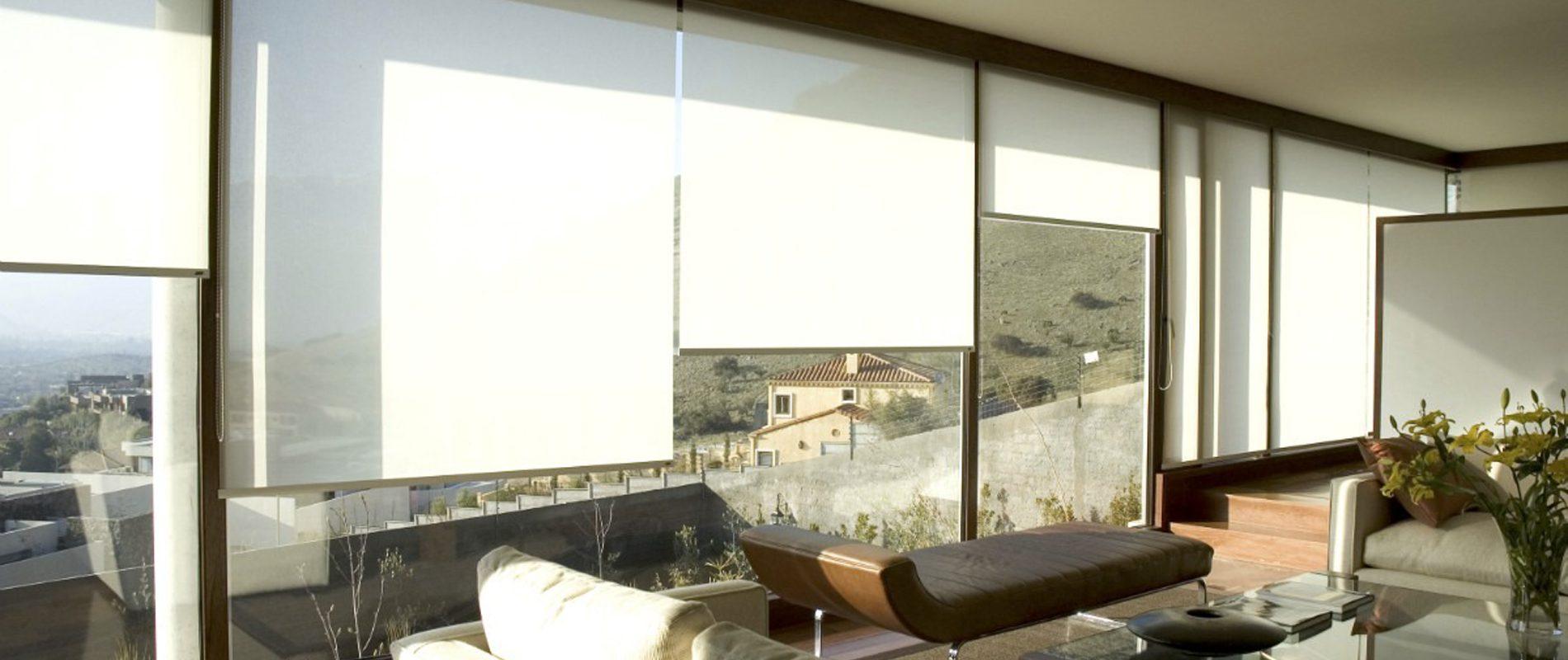 Ambiente com persiana rolô - portifólio