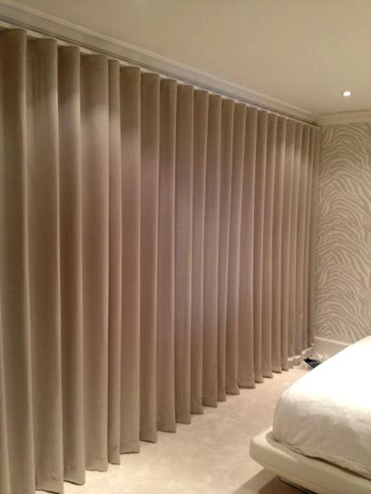 Quarto com cortinas sob medida modelo wave